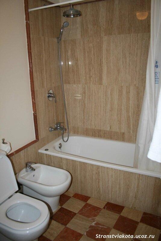 Санузел у спальни в 1-спальном апартаменте Suites Santa Cruz