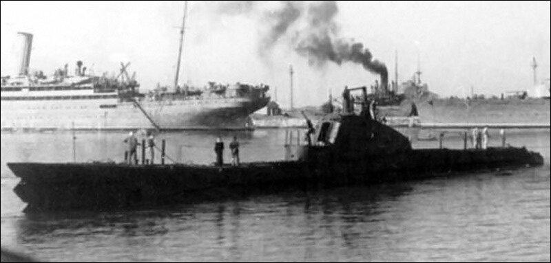 Щ-211 в надводном положении