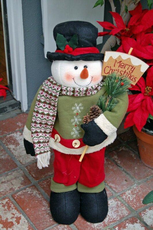 Наружные украшения домов на Рождество в Америке. christmas decor 680x1024 Наружные украшения домов на Рождество в...