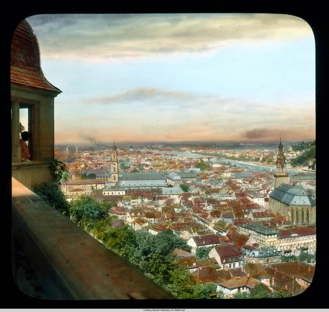 Гейдельберг. Замок. Вид на Старый город с террасы замка.