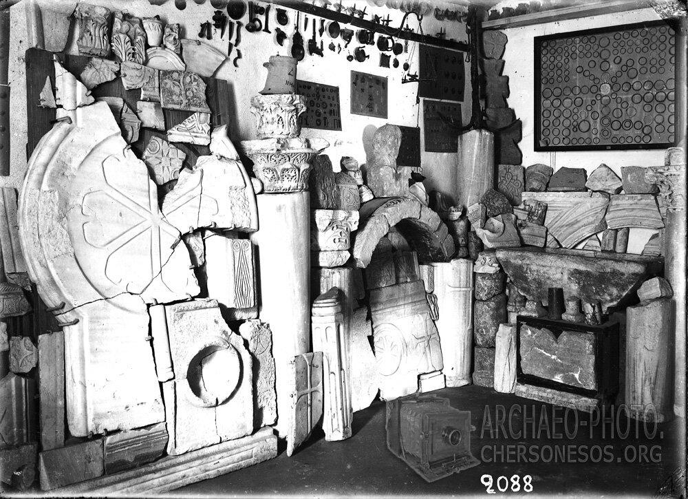 Уголок экспозиции севастопольского археологического музея конца XIX века – «Склада местных древностей»