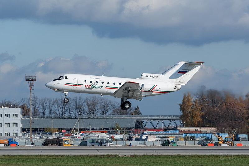 Яковлев Як-40 (RA-87342) TAT Neft DSC6931