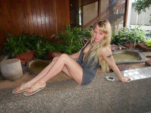 Сексуальная блондинка взорвала интернет своими откровенными кадрами  46835