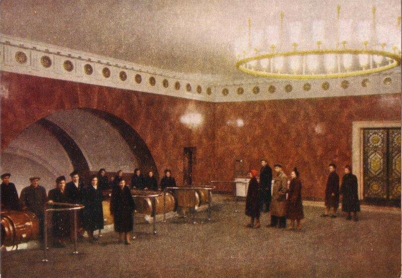 1955 Станция Технологический институт Эскалаторный зал. Цветное фото Б. Уткина и Л. Зиверта2.jpg