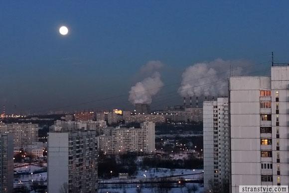 огромная луна в москве