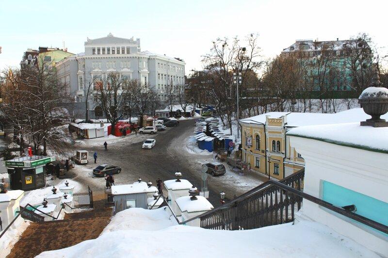 Лестница Андреевской церкви под снегом