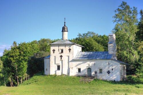 Божий Храм в Старом Изборске (Псковская область)