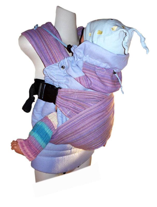 Хорошая фиксация спины ребенка в эргономичном рюкзаке