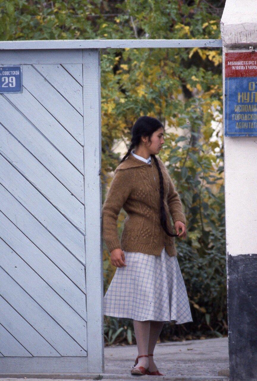 Девушка в Ташкенте