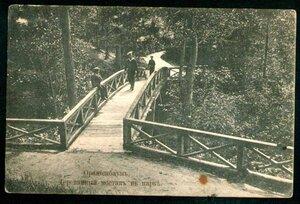 Деревянный мостик в парке