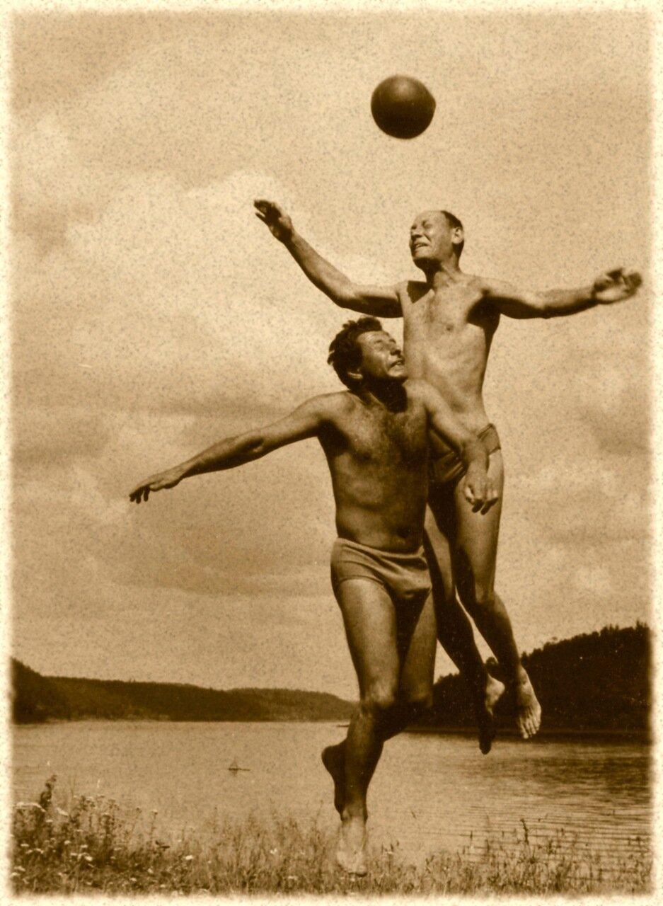 1957. Волейбол на свежем воздухе
