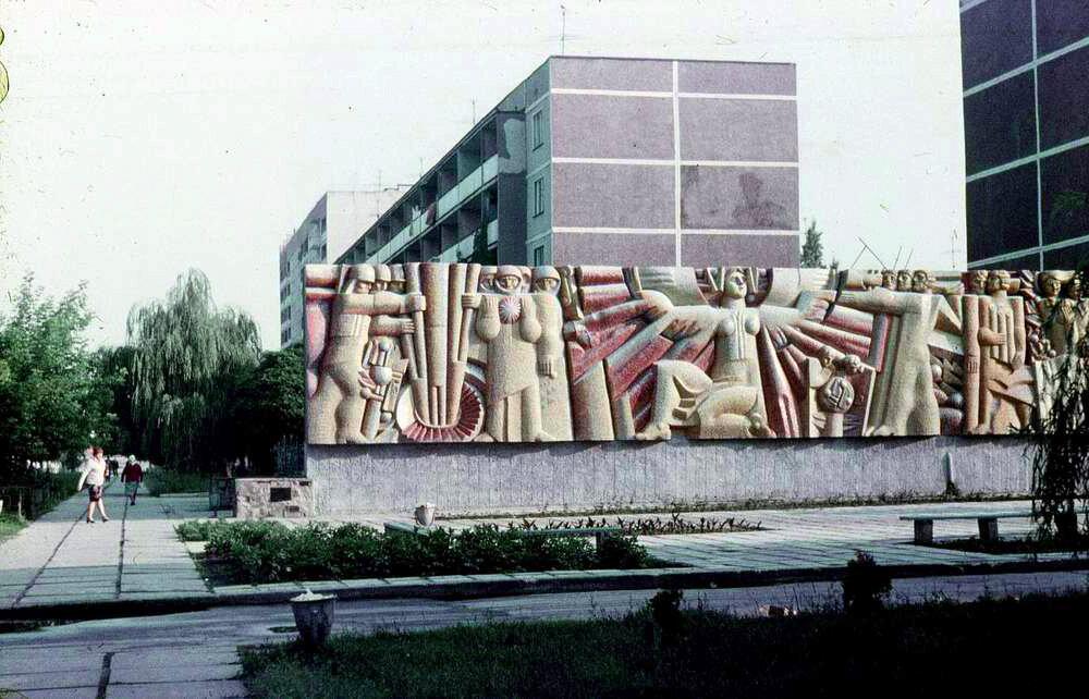 Барельеф на пр.Ленина.