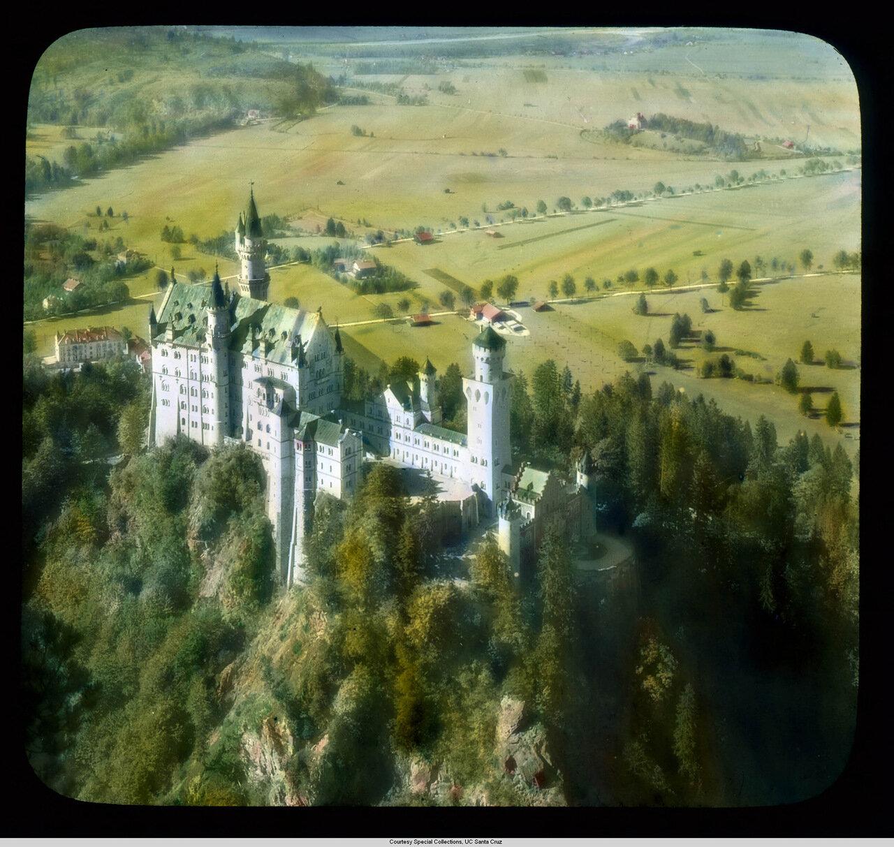 Бавария. Дворец Нойшванштайн и близлежащие фермы