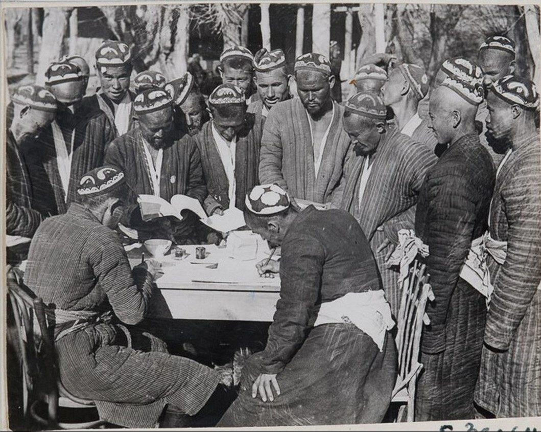 1927. Узбекистан. Декхане кишлака Янги-базар записываются сельскохозяйственную артель