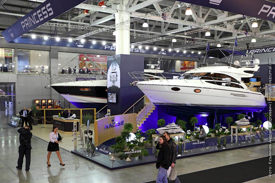 Моторные яхты «Princess V52» и «Princess 42»
