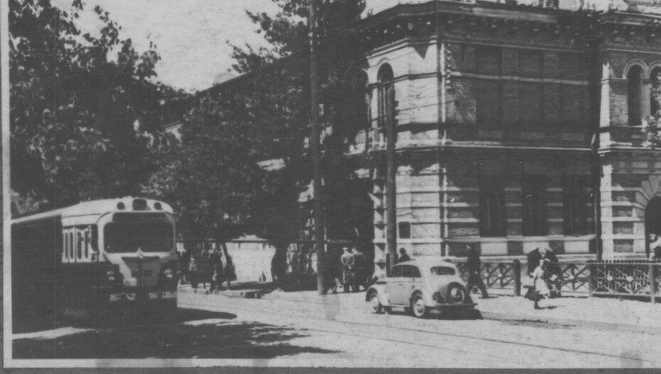 Фото на углу улиц красноармейской и саксаганского
