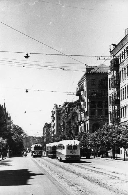 1958.06. Трамваи на углу улиц Саксаганского и Горького