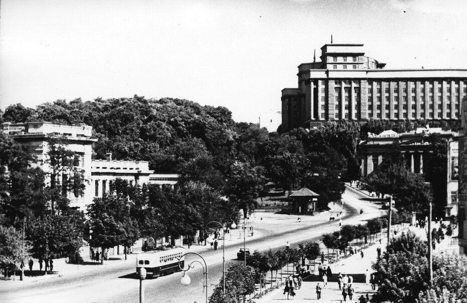 1950. Улица Кирова (теперь улица Грушевского)