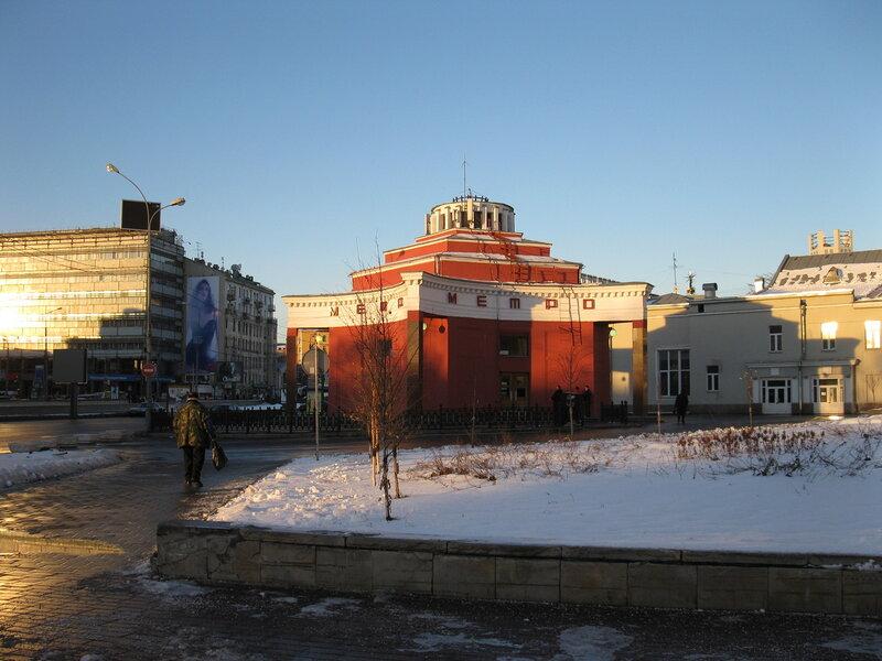 м. Арбатская (наземный павильон).