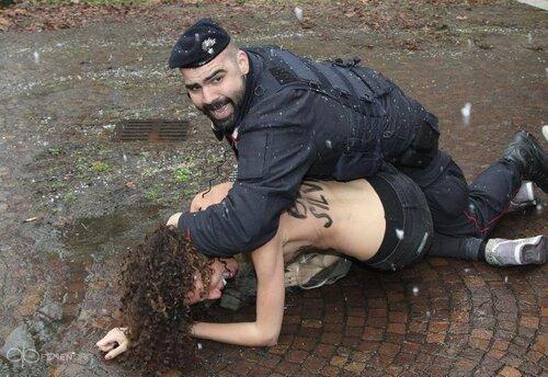 FEMEN на выборах в Италии — «Баста, Берлускони!»