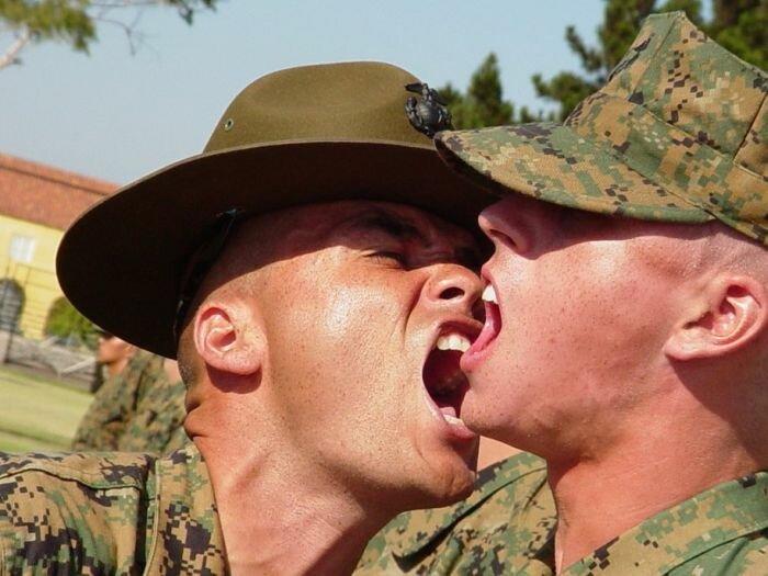 Инструкторы корпуса морской пехоты США за работой