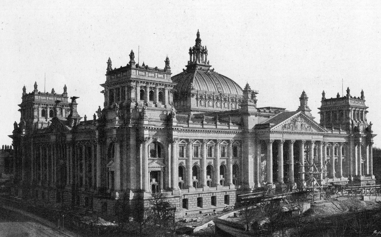 history of the reichstag On 27 february 1933, the german parliament – reichstag – building was severely damaged as a result of arson portrayed by adolf hitler's cabinet as part of a communist plot to overthrow the state, the fire was exploited to secure president von hindenburg's approval for an emergency decree - the decree for the protection of the people and.