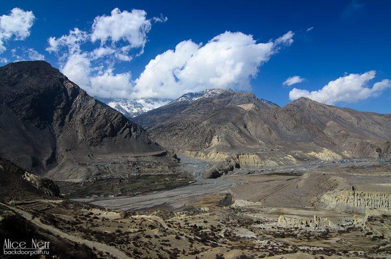 вид с холма  на долину, Гималаи, Непал
