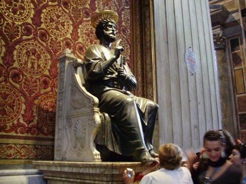 Статуя Святого Петра в Ватикане