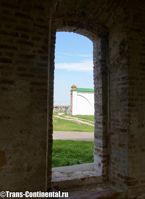 Посольский монастырь: внутри еще невосстановленного храма