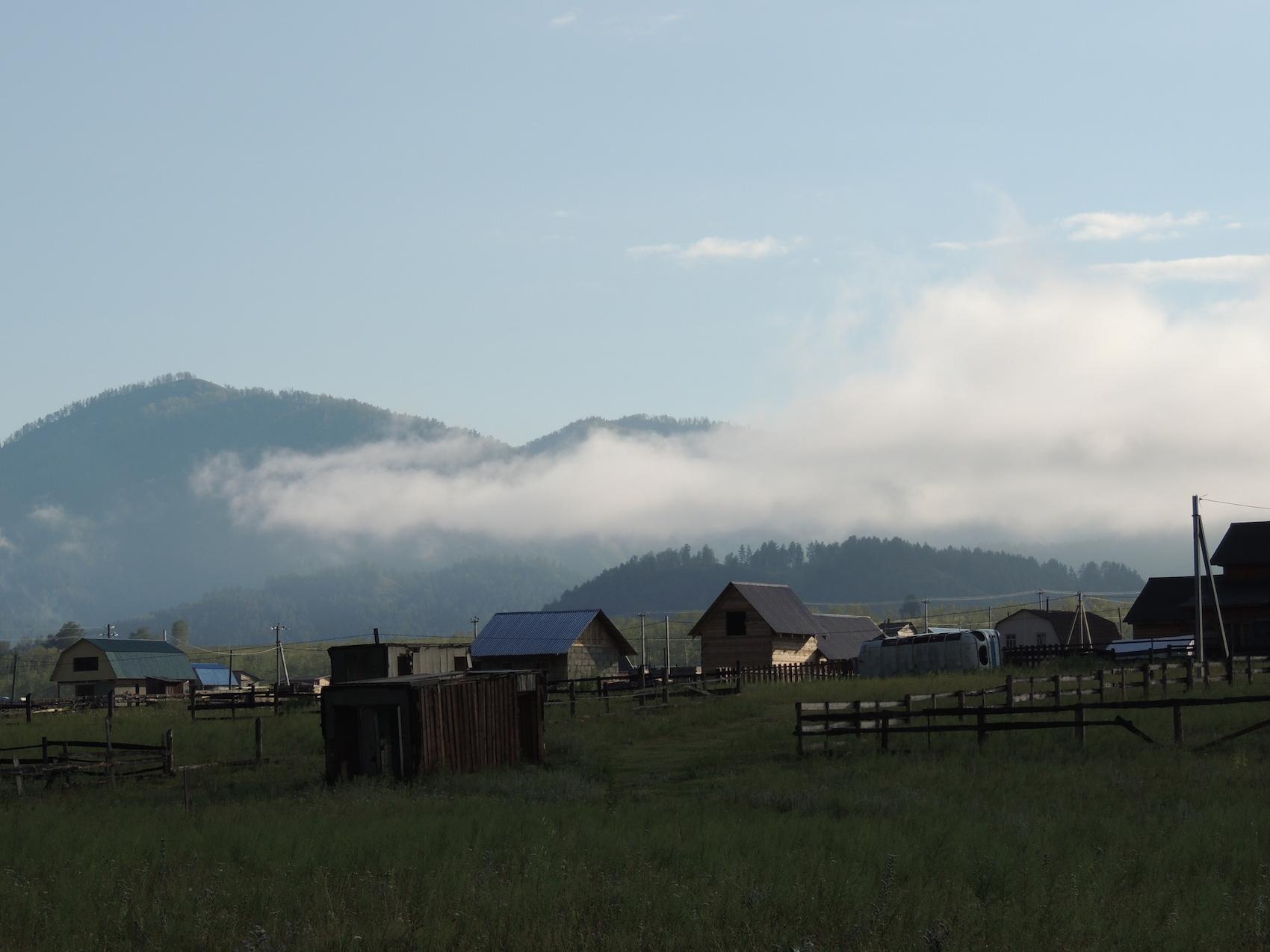 Чемал Утро посёлок горы 29 июля 2015 г., 7-00.JPG