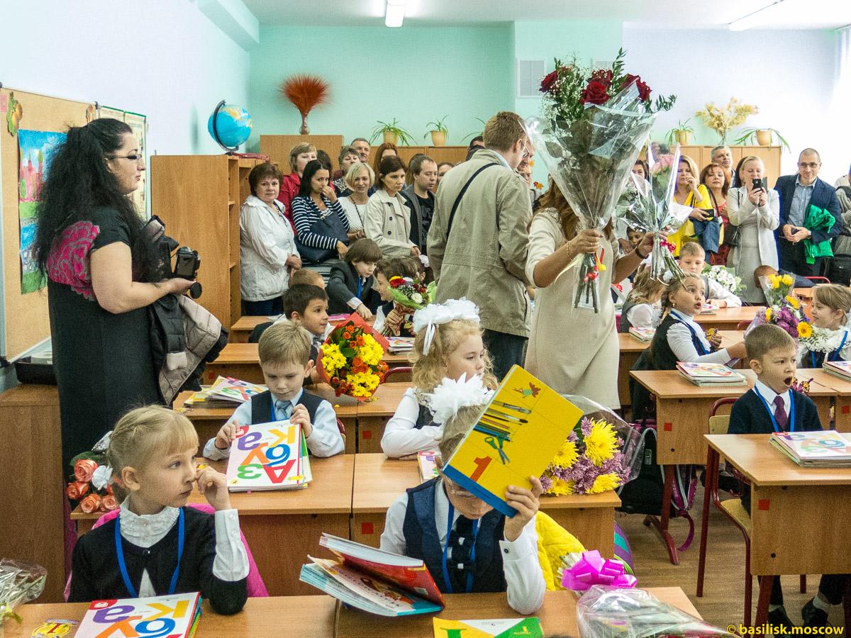 Первое сентября 2015. Праздничная линейка. Первоклассники.