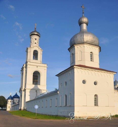 Cвято-Юрьев монастырь, Северо-западная башня и Надвратная колокольня.