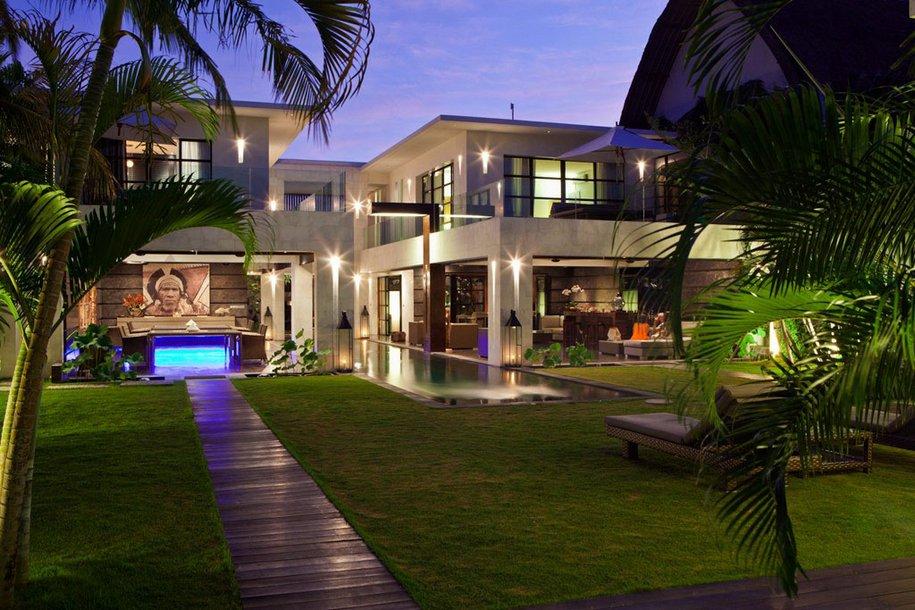 Элитная вилла в курортной зоне острова Бали