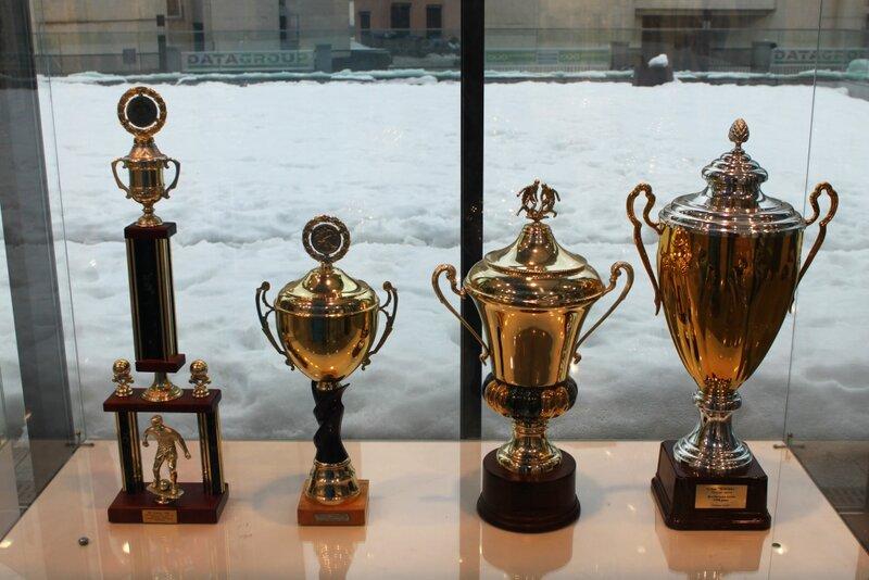 Стенд с кубками в музее Динамо Киев