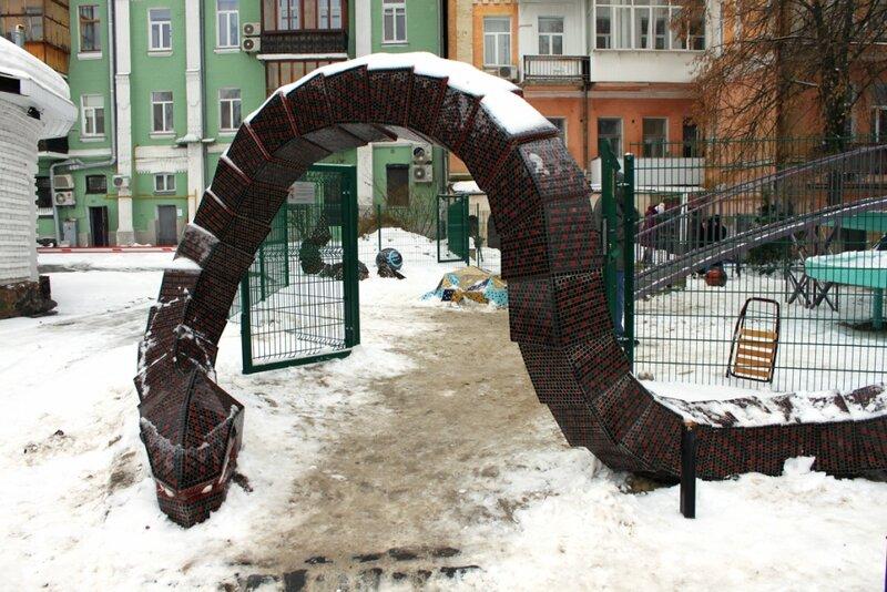 Вход в арт-парк Пейзажка. Два мира