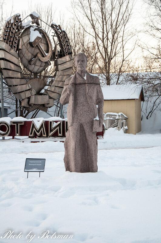 Мемориальный комплекс с барельефом в человеческий рост Зима заказать памятник Тула