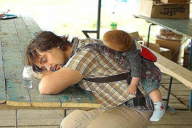 Kako tate čuvaju decu :) 0_7b4e3_ddde7122_XL