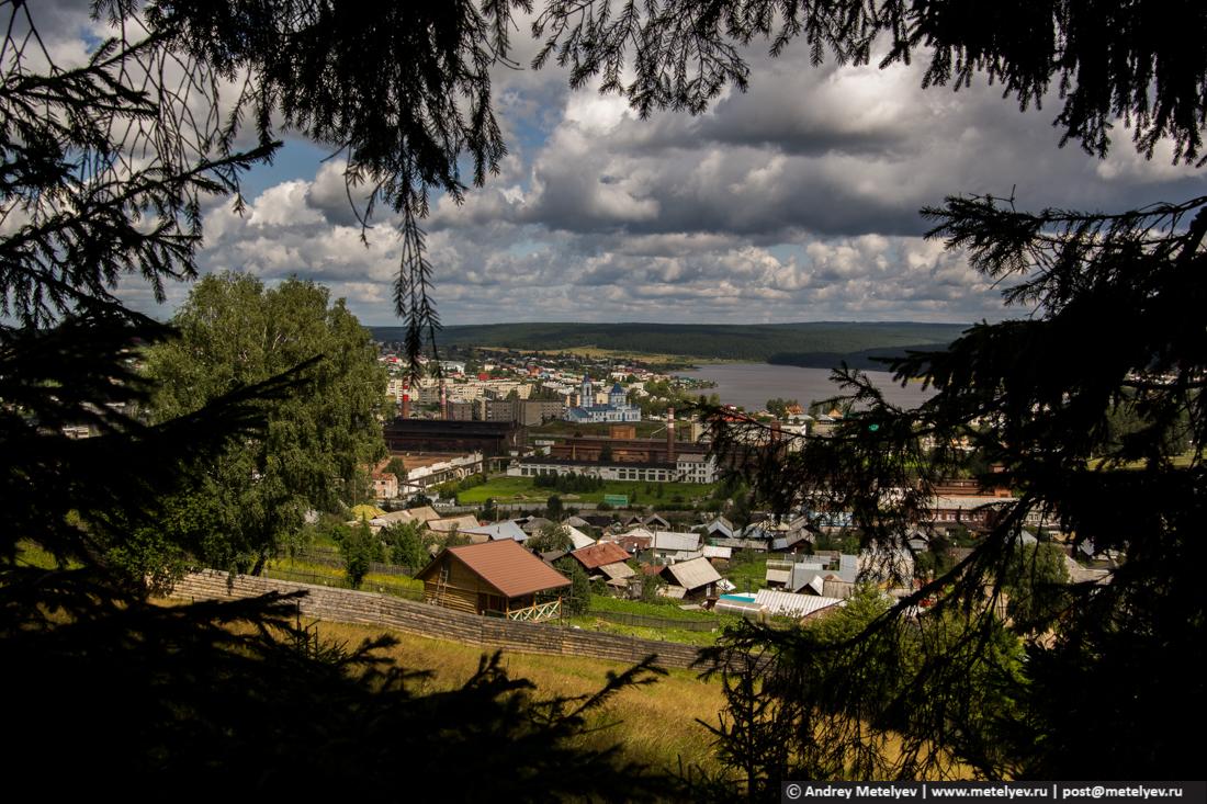 Вид из леса на поселок Верхние Серги