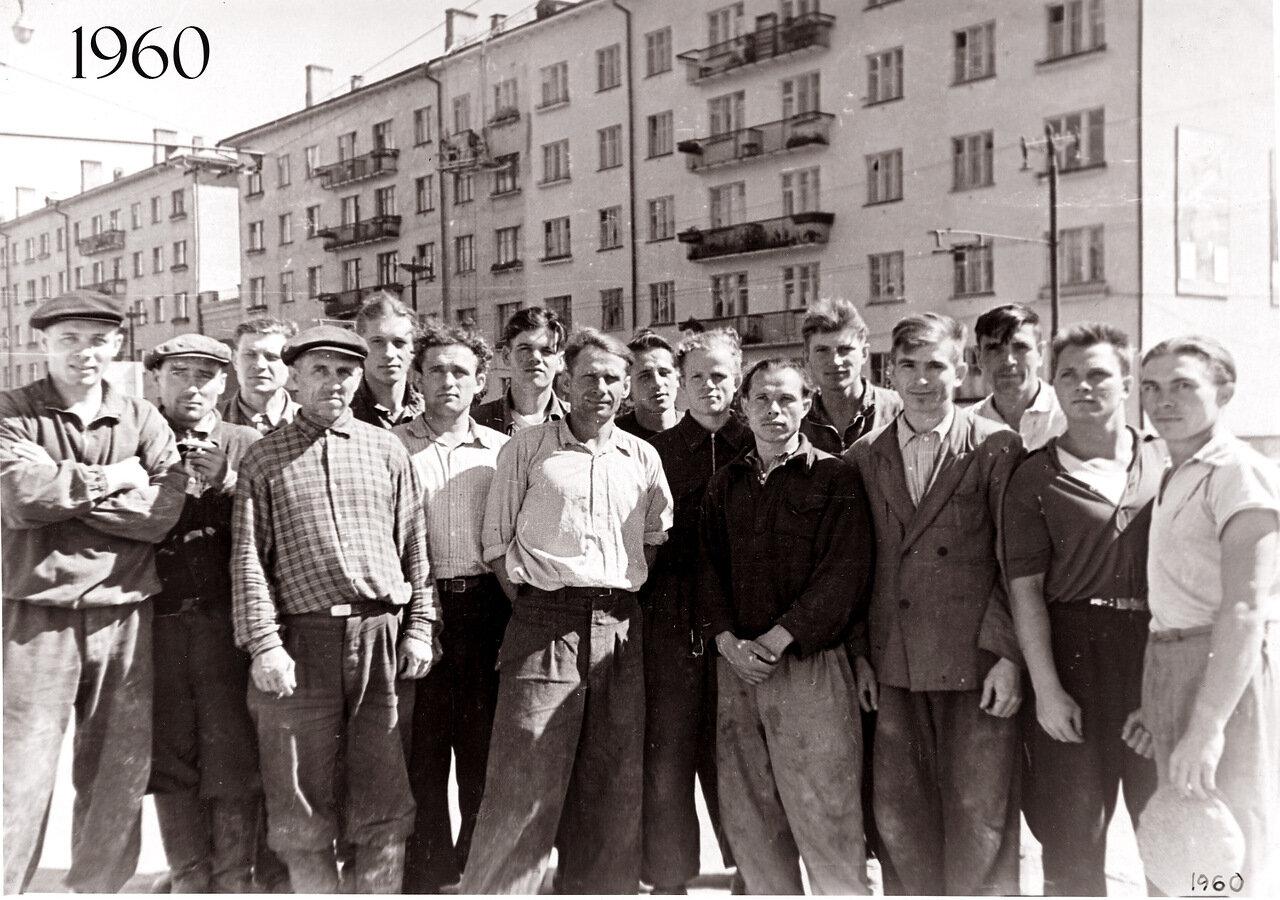Омск.1960.  Пр-кт Маркса, в районе площади Серова. Строители.