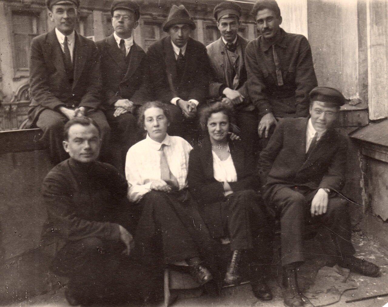 1923 г., сентябрь, у Зоомузея МГУ