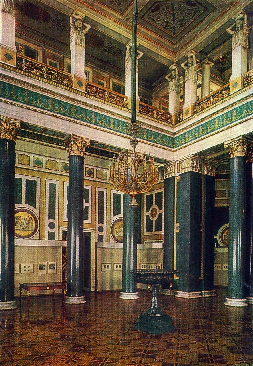Двенадцатиколонный зал в Новом Эрмитаже