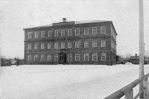 Товарищество мануфактур Н.Н. Коншина в Серпухове. Одно из училищных зданий товарищества (двухклассное М.Н.П с пятилетним курсом)