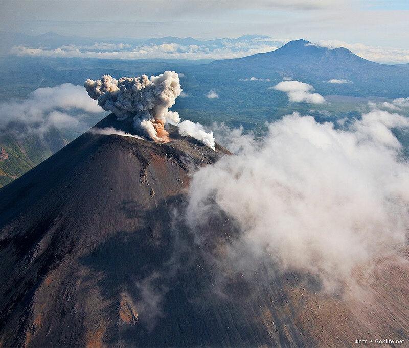 Камчатка, самое начало извержения Карымского вулкана