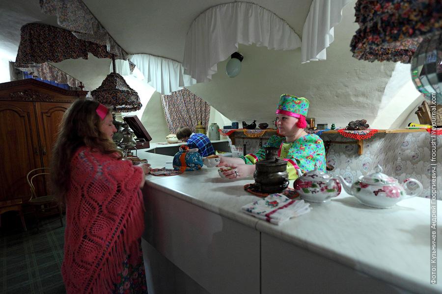 В этот день подавали липовый чай с сушками и карамельными подушечками. Все удовольствие — 50 рублей