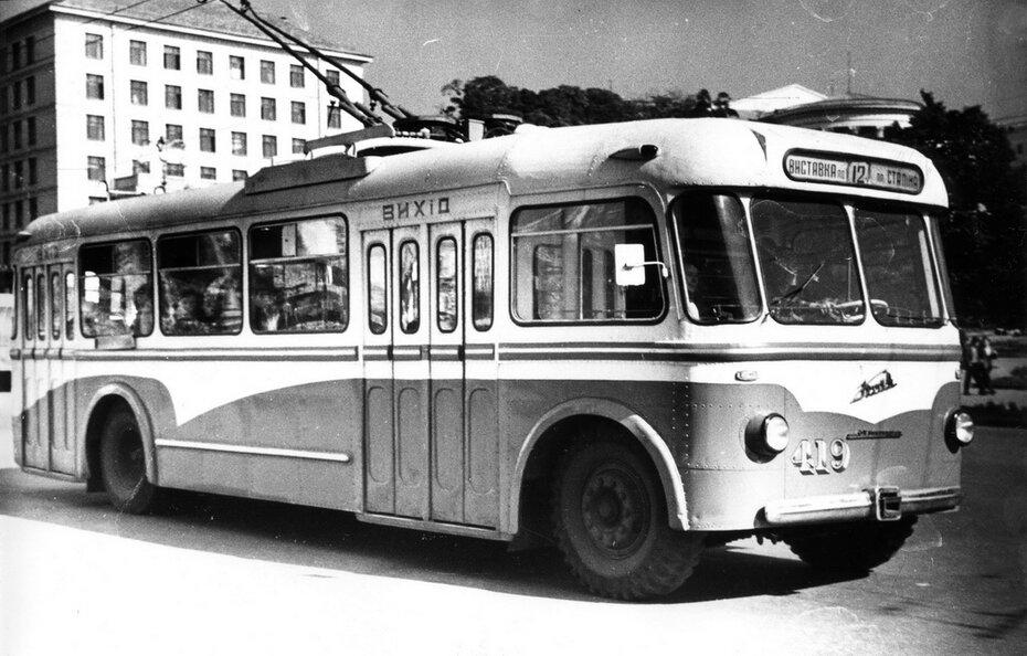 1960.09.19. троллейбус №12 на Хрещатике в районе улицы Октябрьской революции (сейчас улица Героев Небесной сотни)