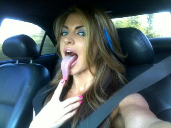 Порно девушки с длинным языком 4 фотография