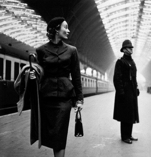toni-frissell-lisa-fonssagrives-at-london-paddington-station-1951.jpg