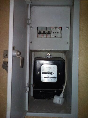 Срочный вызов электрика аварийной службы в квартиру из-за отключения электроснабжения в результате короткого замыкания при включении света