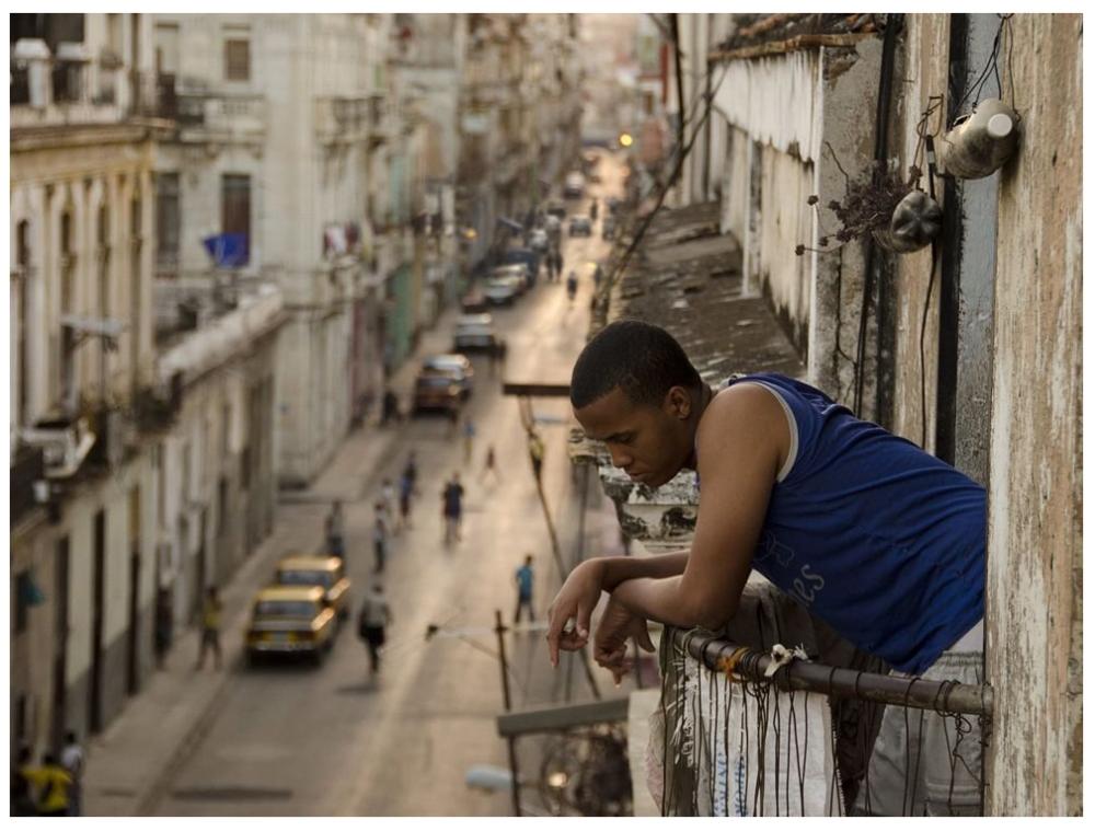 """Фототелеграф """" человек на балконе."""