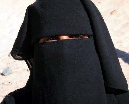 Как улыбается женщина в парандже (фото)